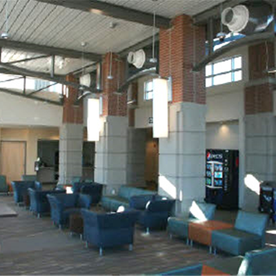Amtrak Station&#39s Comfortble Interior